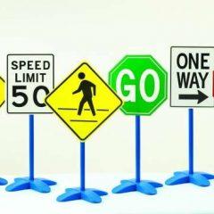 Milžiniškų kelio ženklų rinkinys