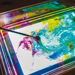 Skaidrus indas šviesos lentai žaisti smėliu, vandeniu