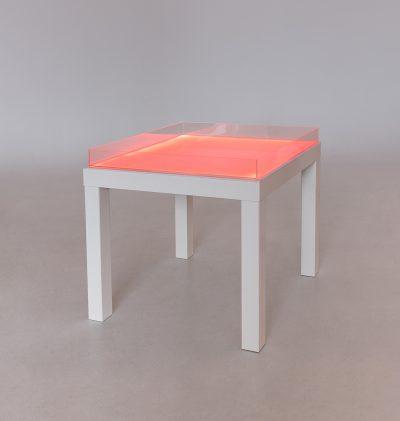 Baltas šviesos stalas
