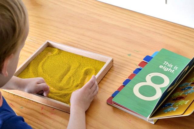 Smėlio kūryba su skaičiais